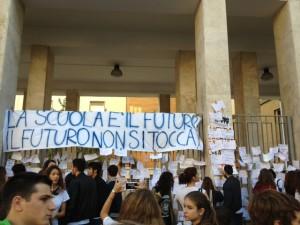 I ragazzi del Liceo Giulio Cesare  durante il flash mob stamane a Roma