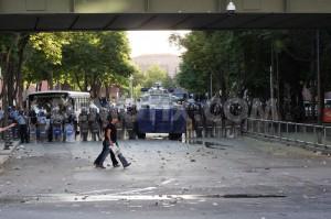 1370135823-turkish-protesters-clash-in-ankara-over-gezi-park-demolition_2108554