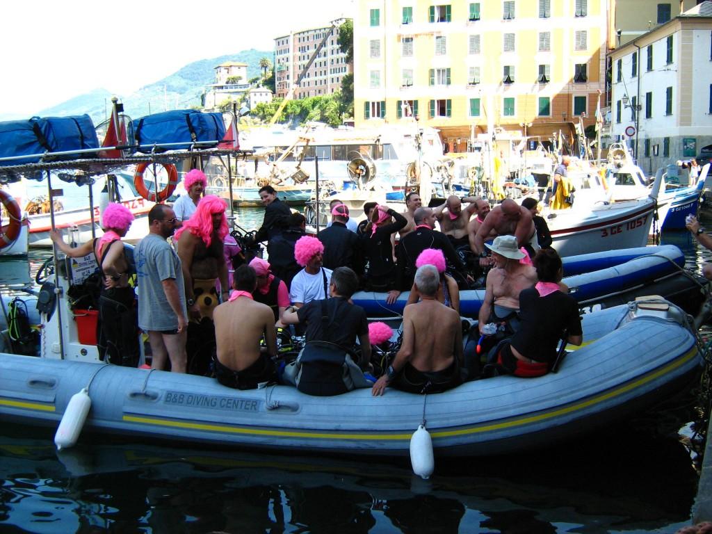 Il Gommone Rosa in partenza a Camogli