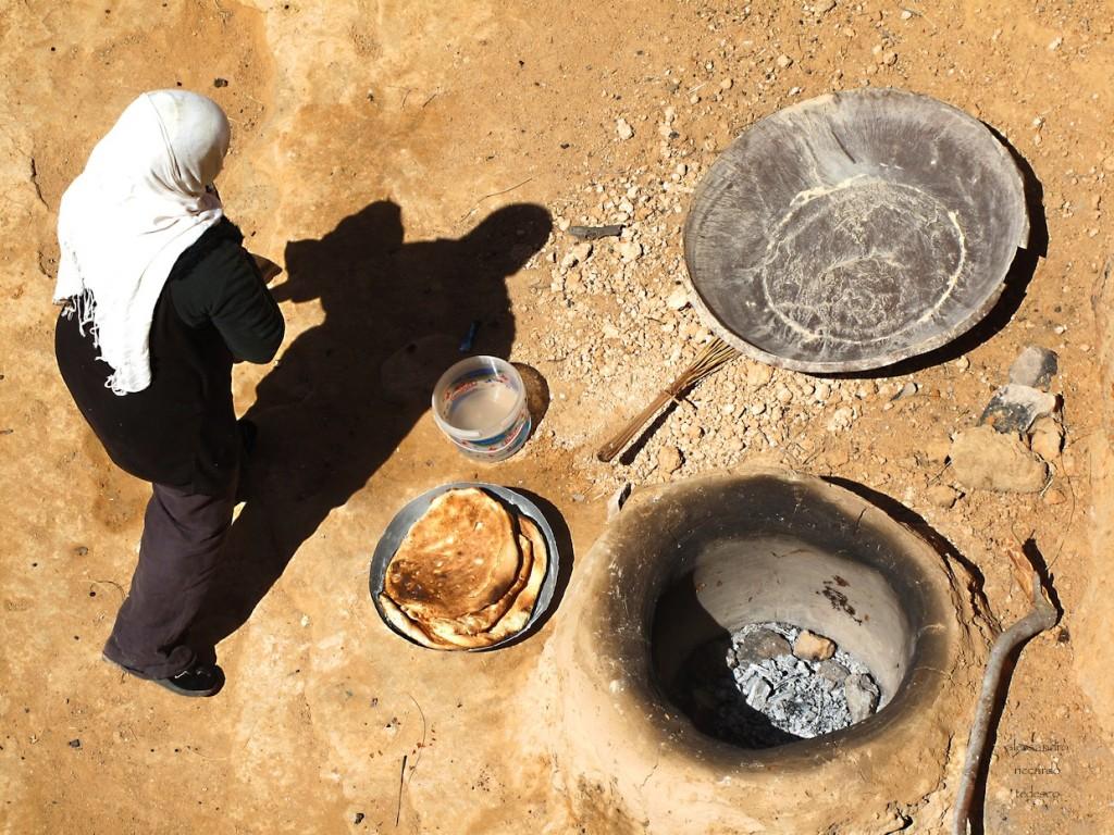 Il  Tabouna, il pane tunisino che cucinano su fosse nella terra direttamente sulla cenere. Ho dovuto contrattare a lungo con la tunisina per averne uno!!!