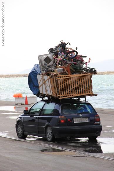 Viaggio in nave partiti da Palermo l'1 Aprile alle 24,00 e sbarcati a La Goulette la mattina alle 10,30. Come sempre è uno spettacolo di equilibrio improbabile: i tunisini riescono a caricare le loro macchine all'inverosimile per portarsi di tutto nel loro Paese!