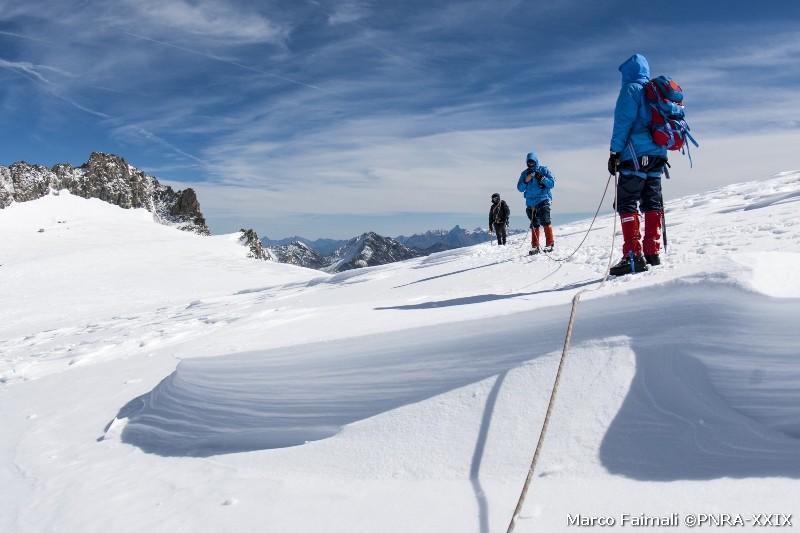 Una pausa per ammirare il fantastico scenario delle alpi