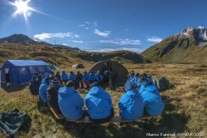 Una sessione di lezione di nodologia con le guide alpine.