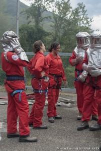 Alcuni dei corsisti durante l'esercitazione con i Vigili del Fuoco