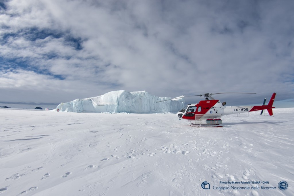 iceberg e elicottero