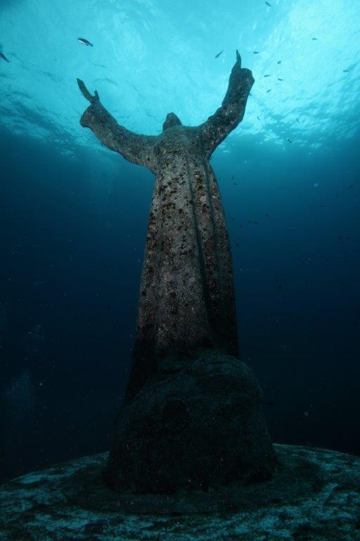 Il Cristo degli Abissi prima della pulizia con idrogetto (Foto di Massimo Durante - Vigili del Fuoco di Genova)