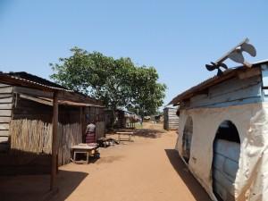 Villaggio di Banda, unico dell'isoletta, che ospita anche un grazioso campeggio in stile hippie.