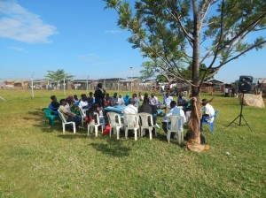 Nel corso del progetto è fondamentale il coinvolgimento e la collaborazione costante con la comunità, tramite incontri, ascolto reciproco, e lavoro gomito a gomito.
